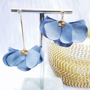 Qbe Petal High-Low Rhinestones Earrings Light Blue
